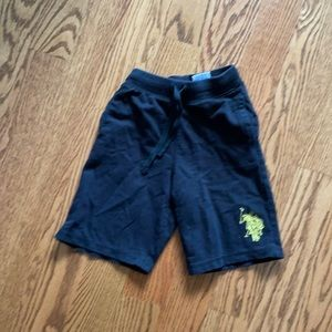 Shorts size 4t good condition kids